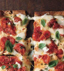 Mare_cherry_tomato_pizza_margherita_v