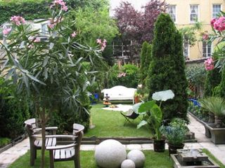 Paris in new york design and furniture for Courtyard landscape oostburg wi